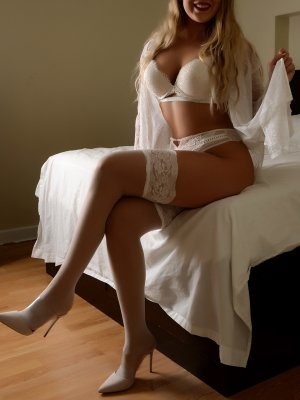 Santina escort girl in Spirit Lake and thai massage