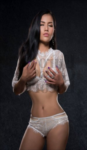Chaya korean live escorts in Lodi & thai massage